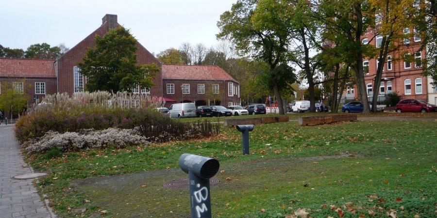 Lessinghalle mit Park