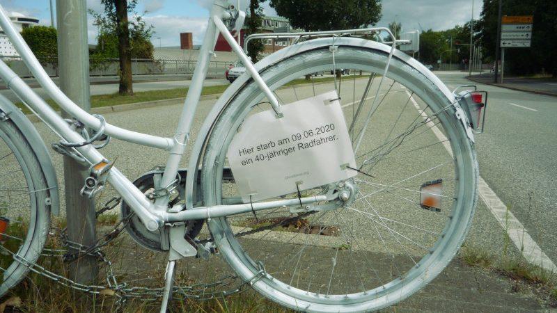 Das Ghost Bike erinnert an einen Verkehrsunfall.
